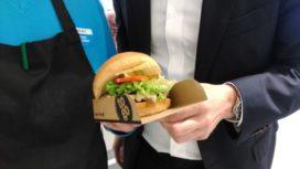Verse hamburgers langs snelweg bij AH to Go