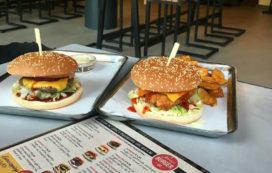 Foto's: eerste restaurant Johnny's Burger Company